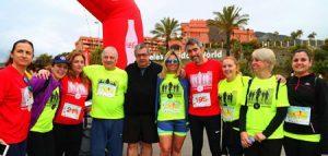 Familia-Pe+¦arroya-con-Ayuntamiento-Benalm+ídena